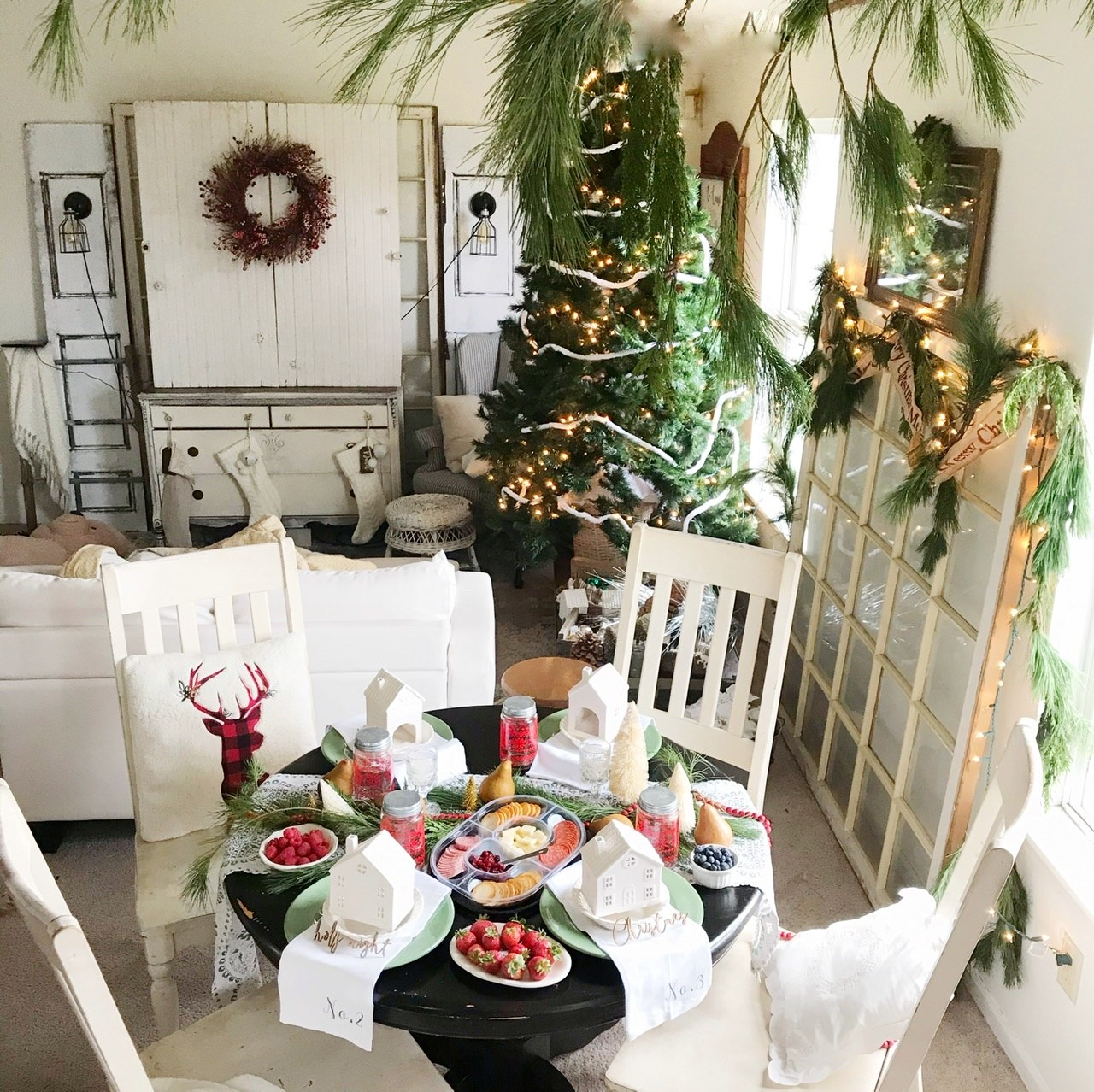 @homechronicles's cover photo for 'Christmas Tablescape Tutorial - Home Chronicles'