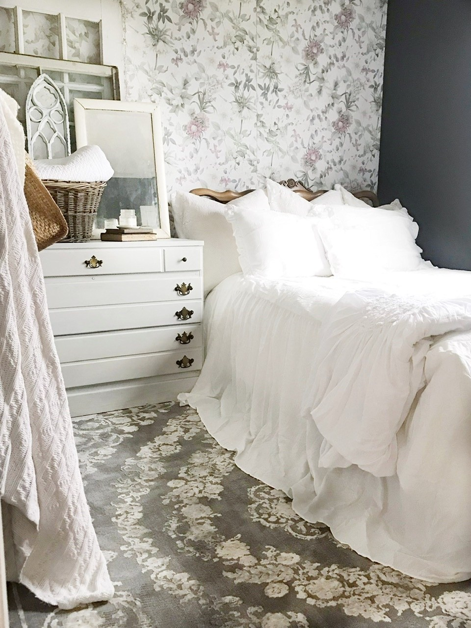 @homechronicles's cover photo for 'Step-By-Step Wallpaper Tutorial - Home Chronicles'