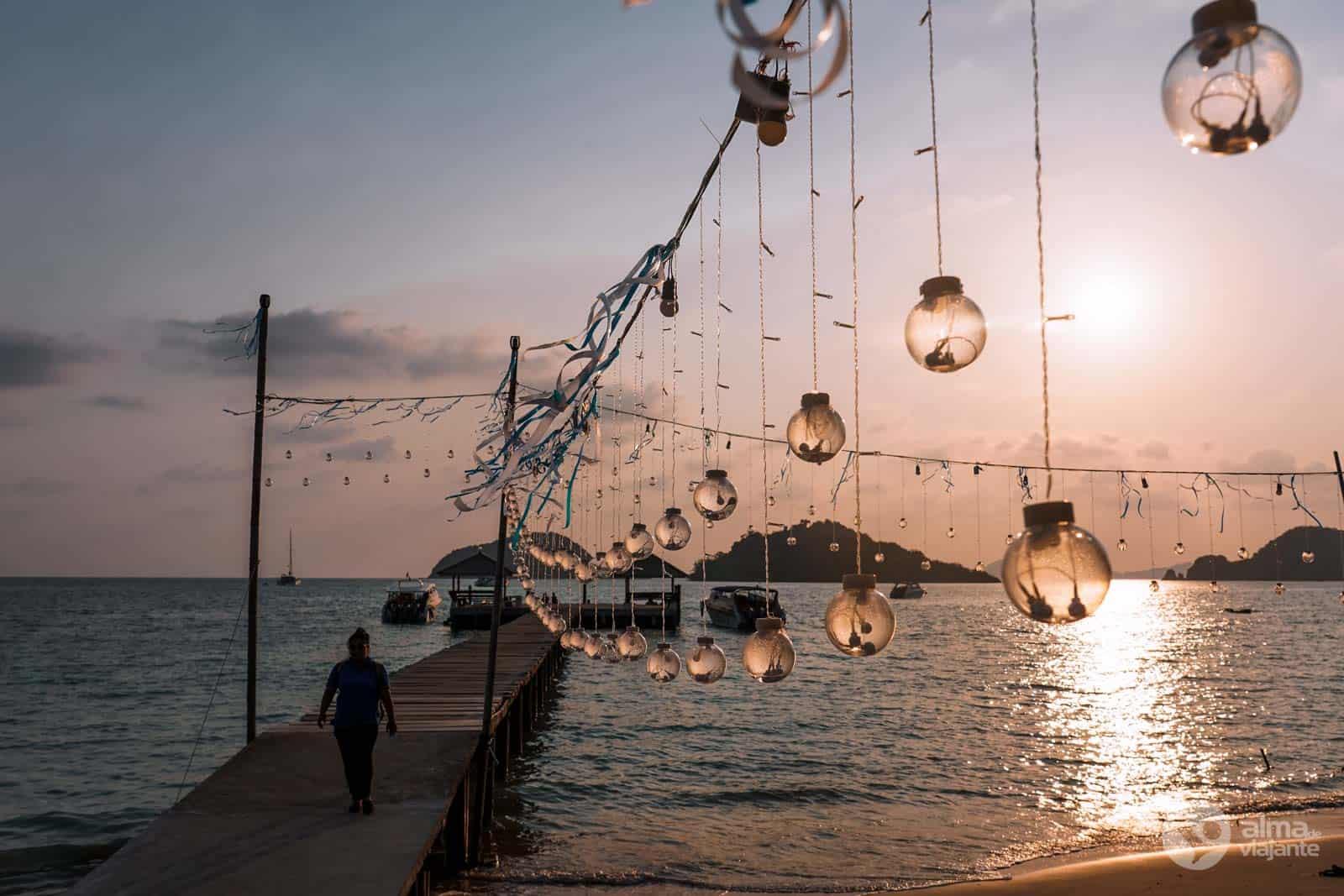 @almadeviajante_oficial's cover photo for 'Koh Mak, equilíbrio perfeito no Golfo da Tailândia | Alma de Viajante'