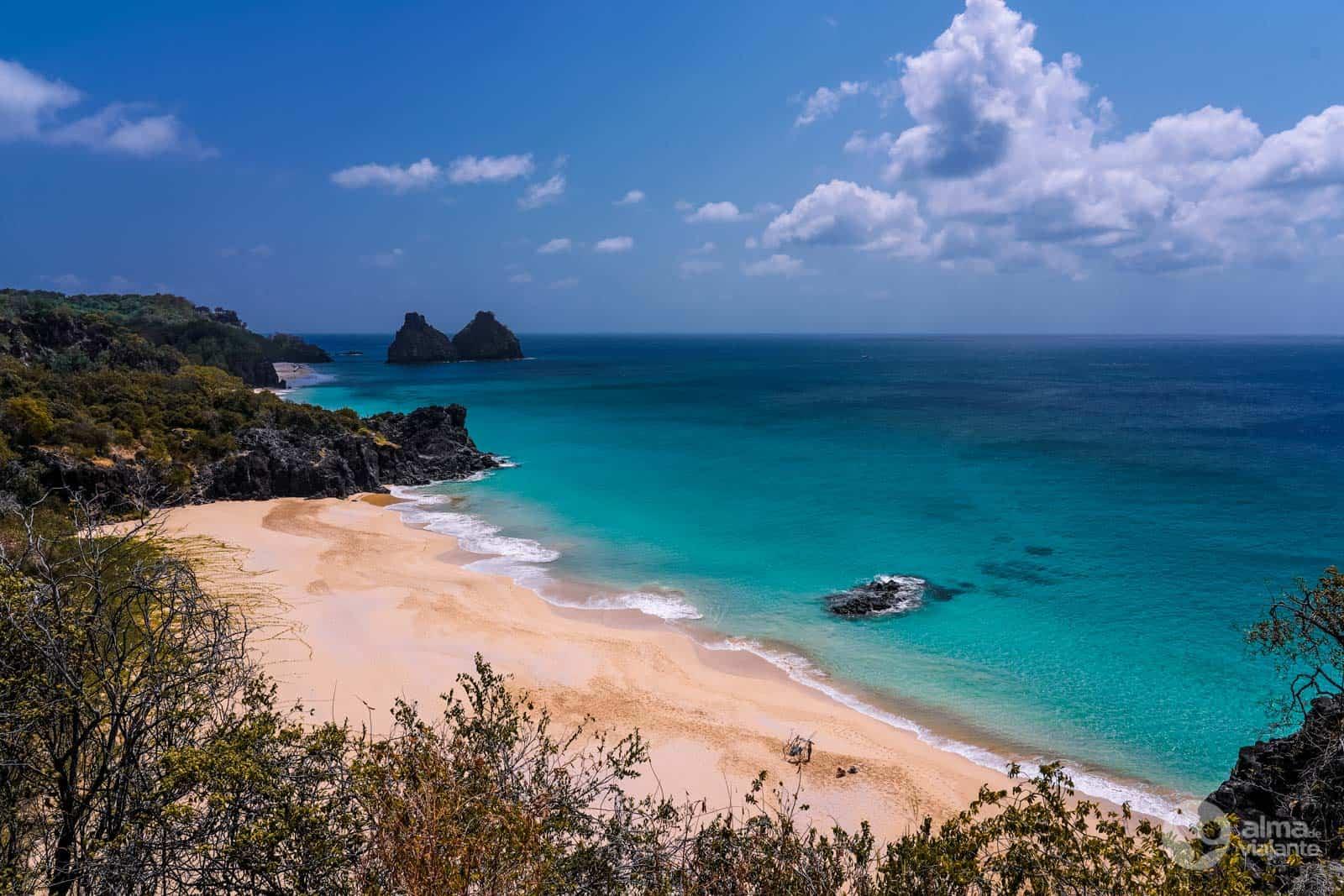 @almadeviajante_oficial's cover photo for 'Fernando de Noronha: guia completo para visitar a ilha | Alma de Viajante'