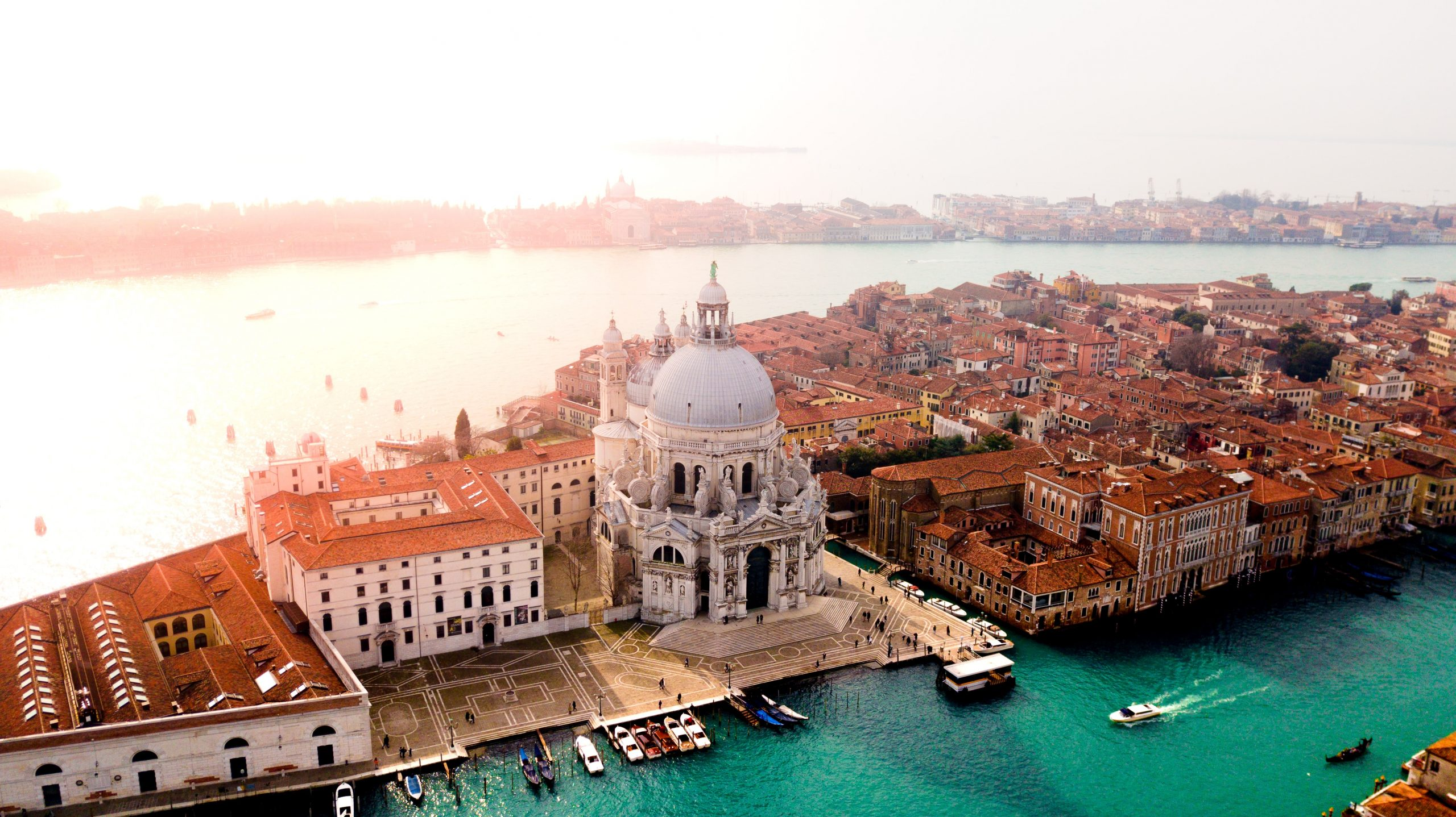 @milenacorleoneofficial's cover photo for 'Where to stay in Venice?'