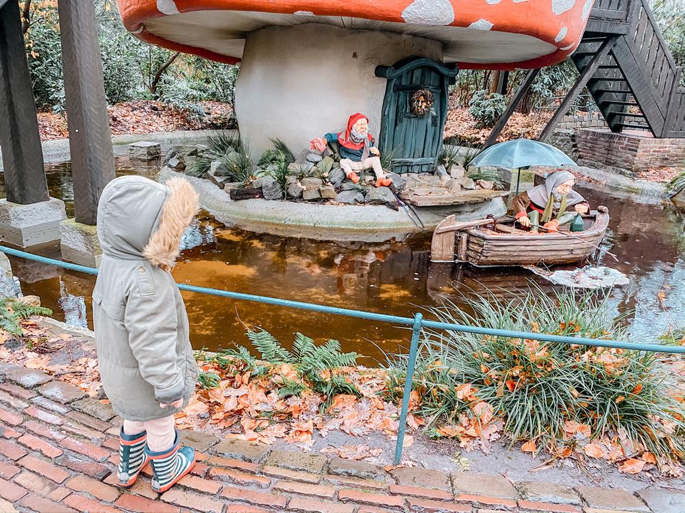 @laviejolie_julie's cover photo for 'Notre séjour enchanté au parc d'attractions Efteling'