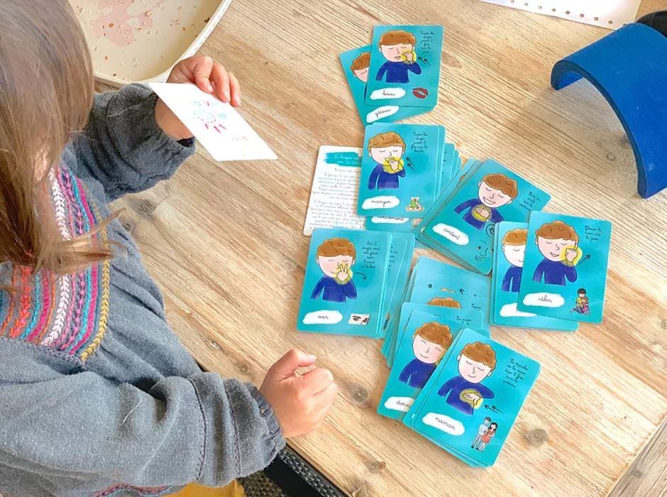 @laviejolie_julie's cover photo for 'La langue des signes avec un tout-petit : Mes p'tites cartes !'