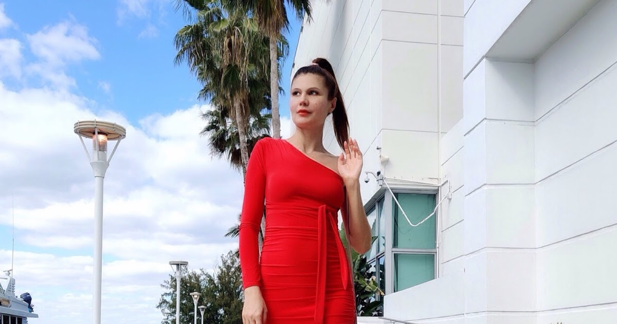 @milena_narciso_official's cover photo for 'Red One Shoulder Ruched Slinky Midi Dress'
