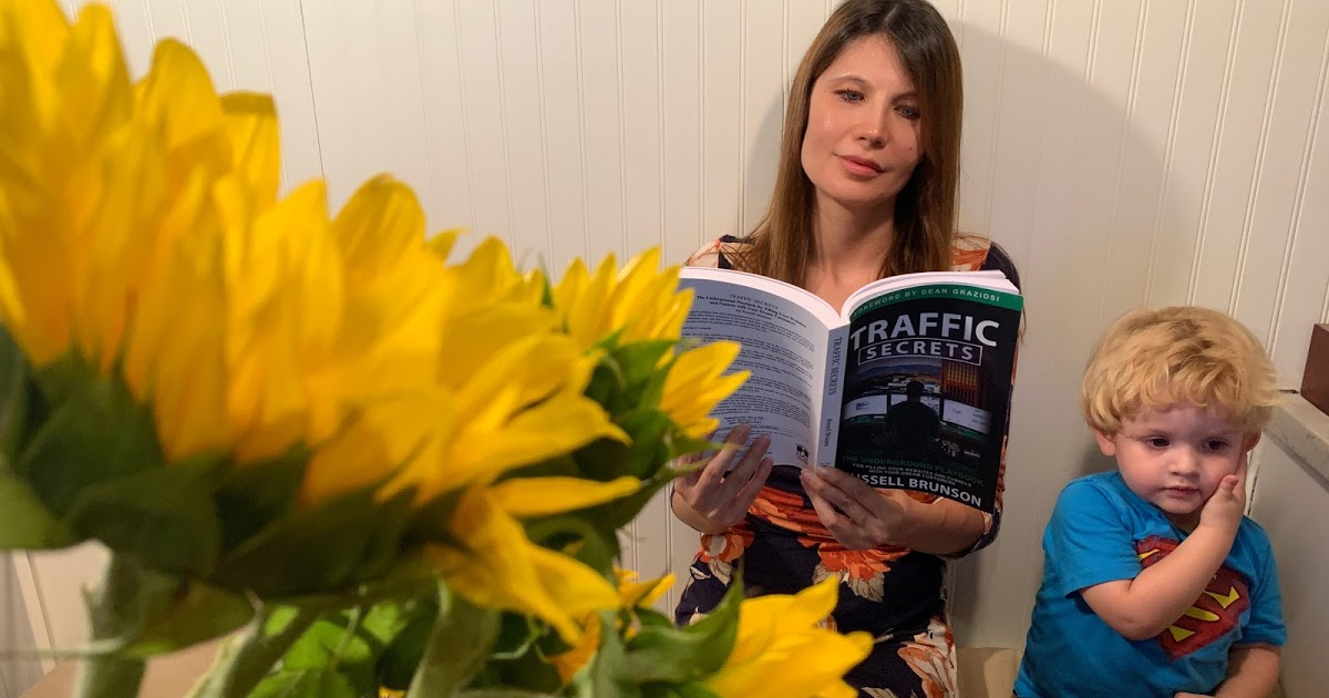 @milena_narciso_official's cover photo for 'How to get followers, customers? Traffic Secrets by Russell Brunson'