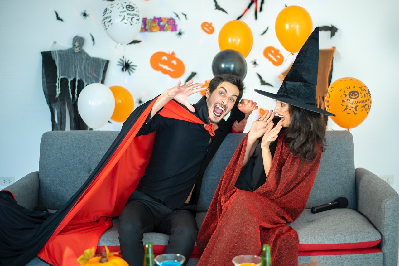@jenniferdagi's cover photo for '40+ Adorable Halloween Costumes For Couples'