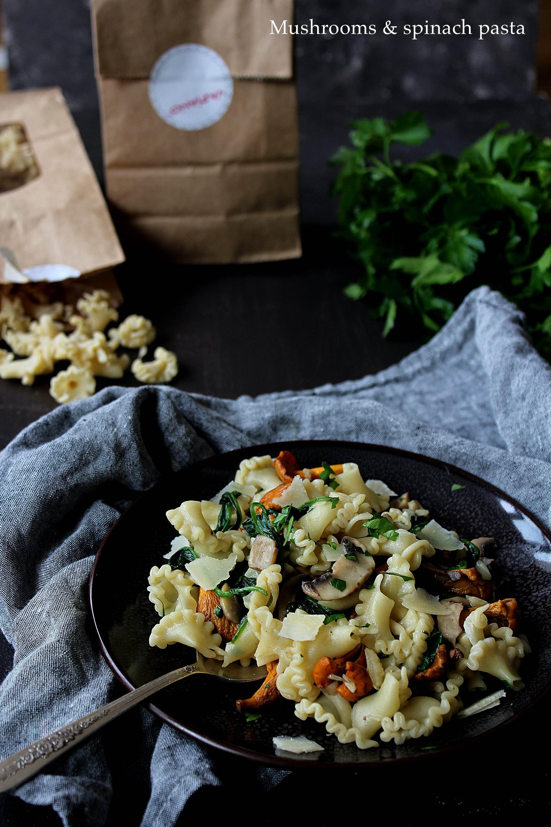 @maevatravelandfood's cover photo for 'Pâtes aux champignons et épinards (avec Vapiano)'