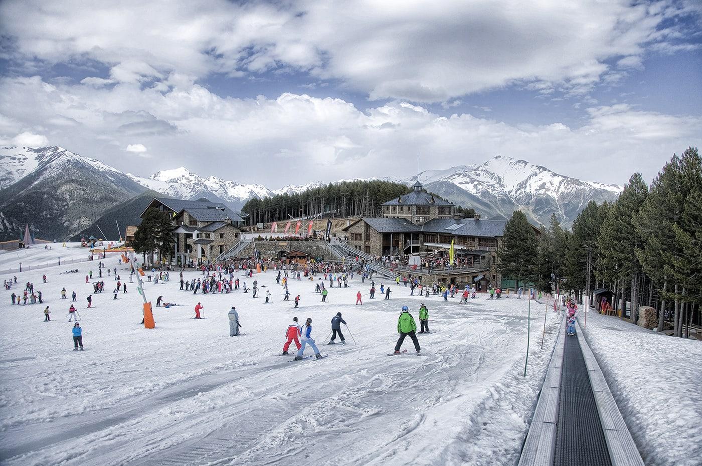 @espreitaromundo's cover photo for 'Visitar Andorra, o principado da neve! - Espreitar o Mundo'