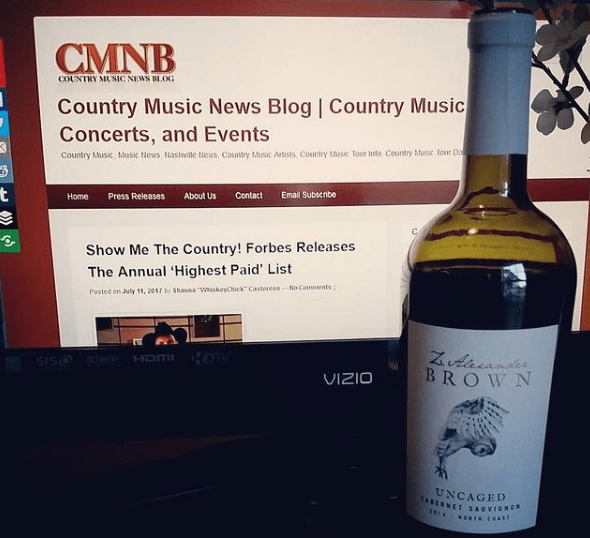 @whiskeychickofficial's cover photo for '5 Last Minute Holiday Gift Hacks For Country Music Lovers | Country Music News Blog | CMNB'