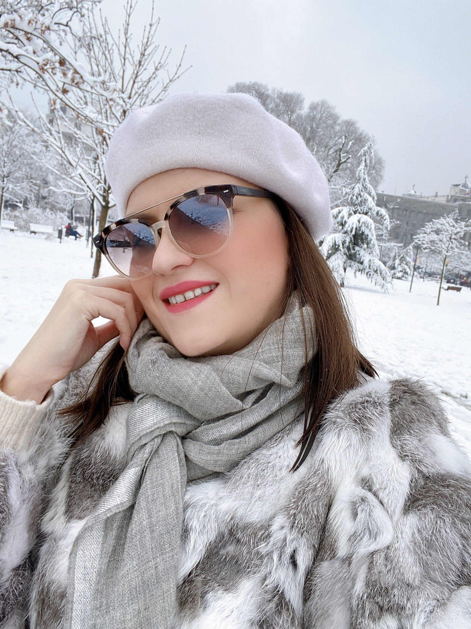 @bambolai's cover photo for 'How to Look Chic in the Snow - BambolaI Fashion'
