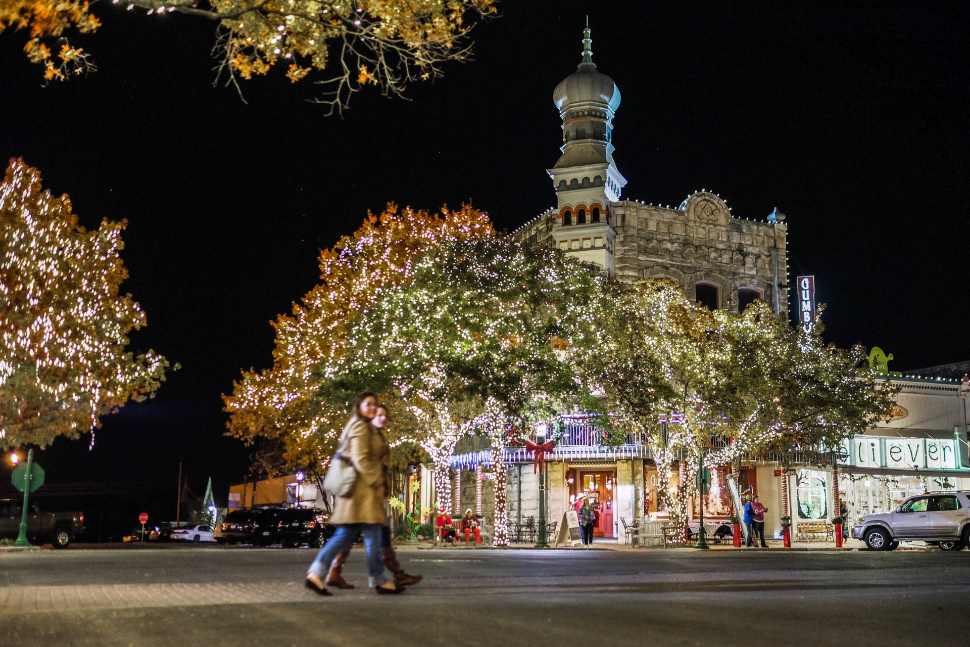 @travelswithtam's cover photo for 'Experience Safe Holidays in Georgetown's Historic Town Square | TRAVELS WITH TAM'