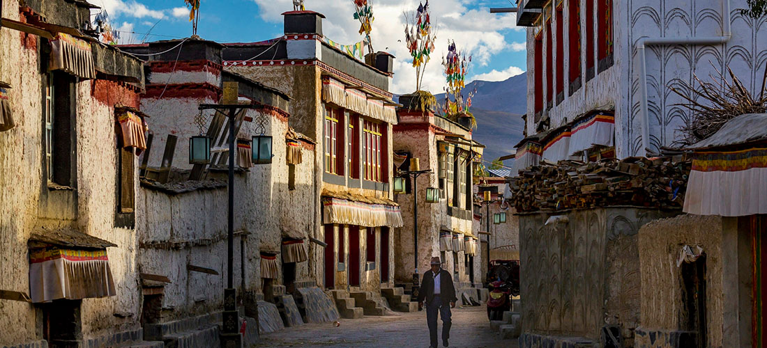 @lamamanitours's cover photo for 'How to Travel to Tibet'