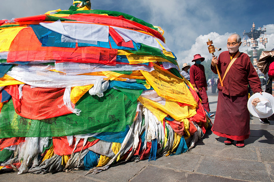 @nomadictibet's cover photo for 'The ultimate Tibet travel guide'