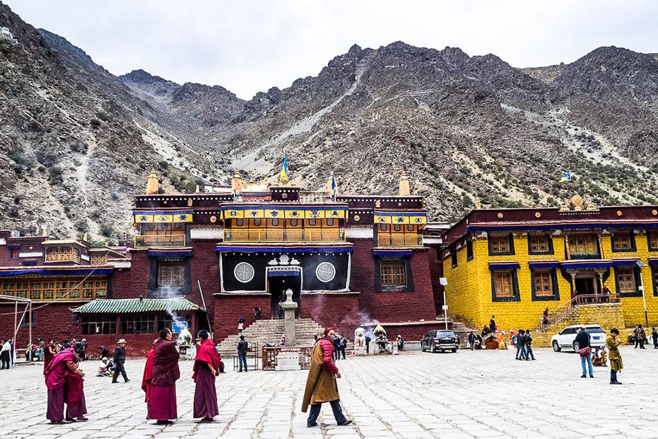 @nomadictibet's cover photo for 'Tsurphu Monastery'