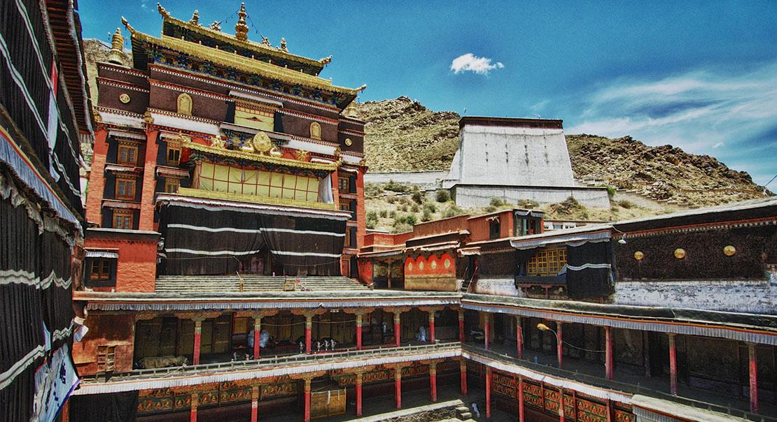 @nomadictibet's cover photo for 'Tashi Lhunpo Monastery'